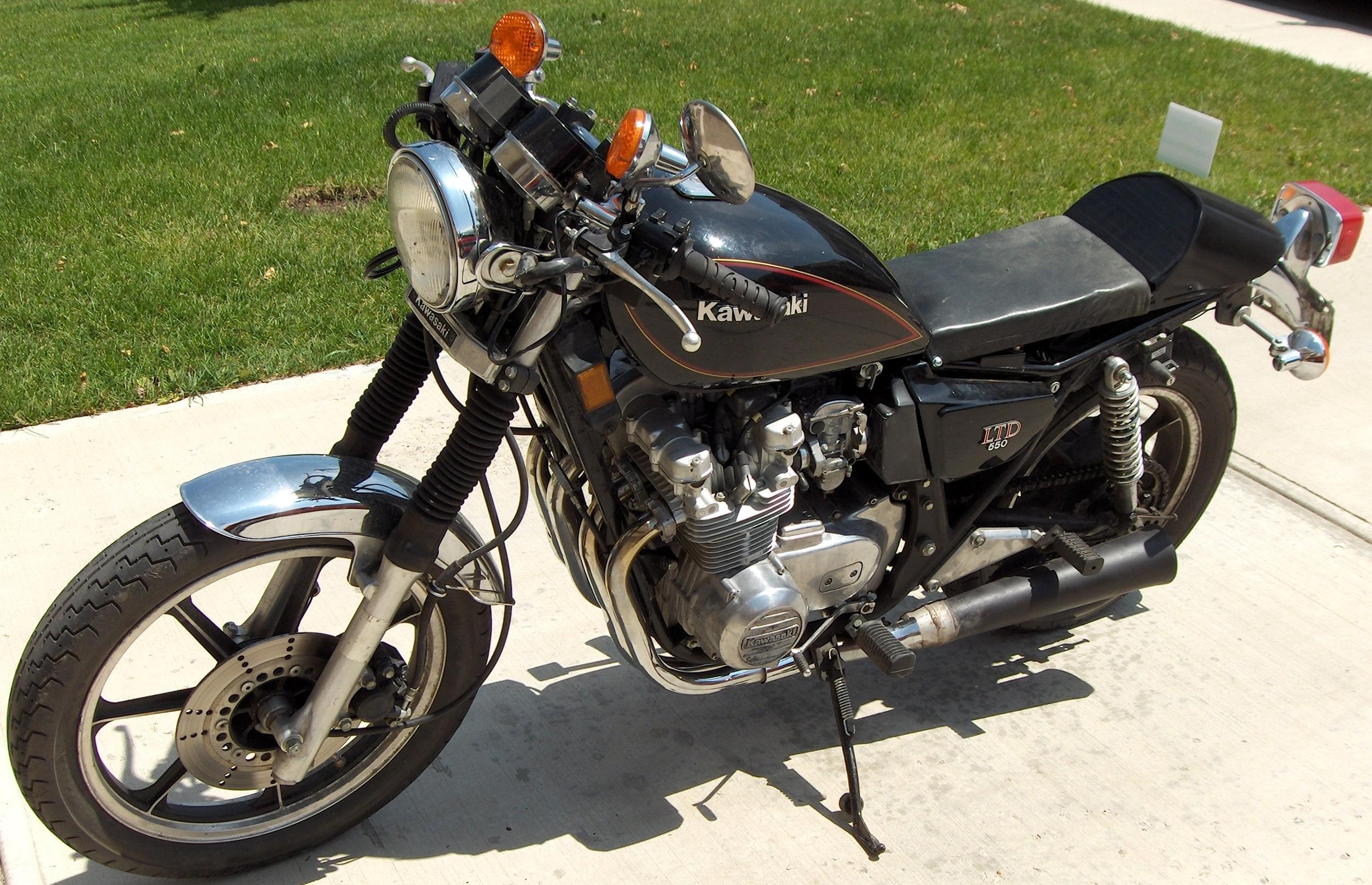 E's 1983 Kawasaki KZ550 LTD tstyle Build